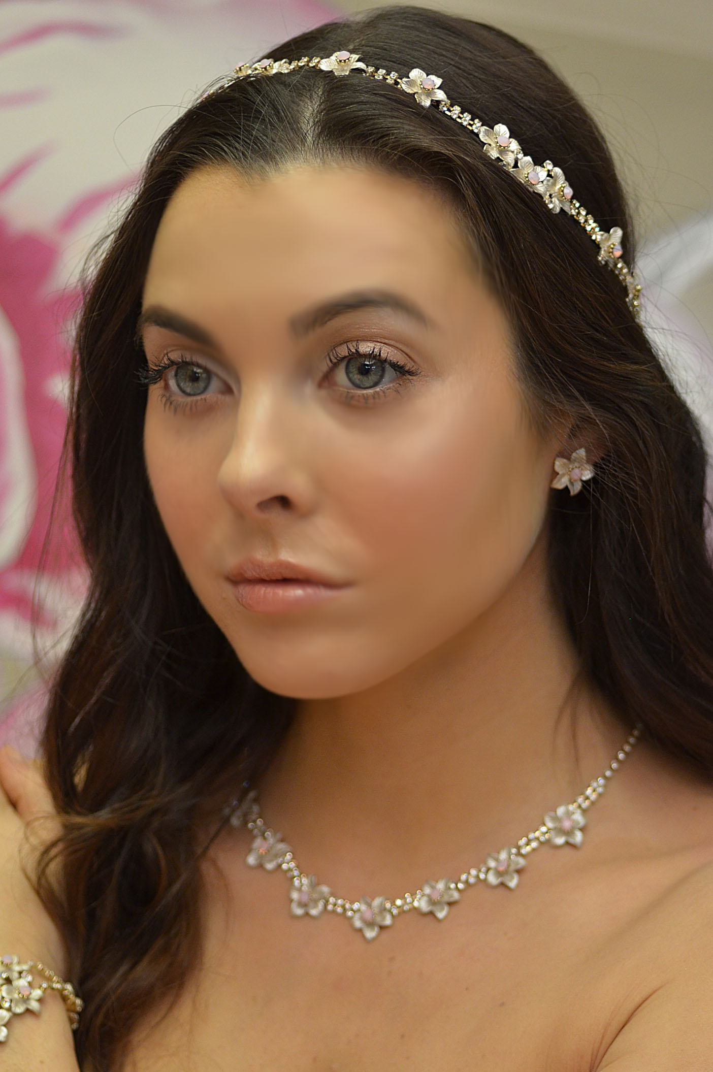 8651EN Flower and Opal neacklace and earring set.