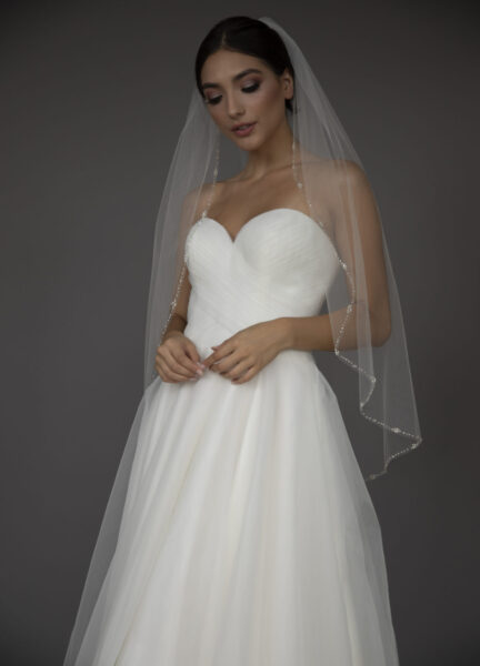 Veil with floral edge pearl clusters.