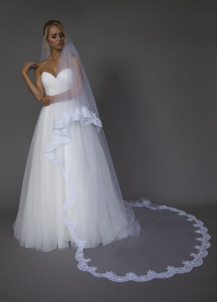 Long Scallop lace edge veil.